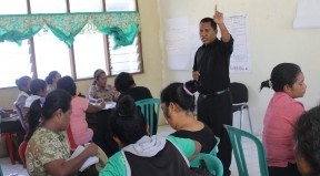 Director of the PNDS Delegation, Dili Municipality, Tadeu Francisco de A. Soares, speaking in training on Module F