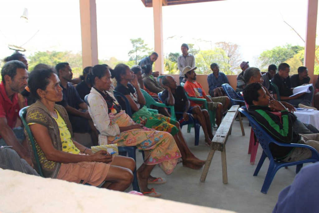 Community participate in the procurement meeting at Suku level